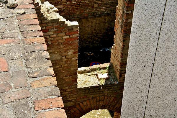 Parkverbot - selbst in den Römischen Ausgrabungen