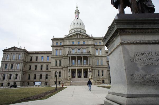 州都議事堂