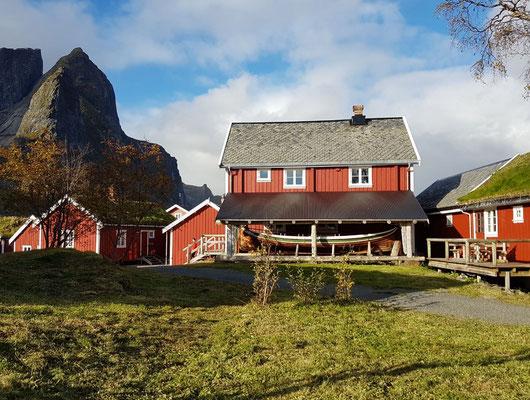 Lofoten - Rorbuer in Reine, renovierte alte Fischerhütte