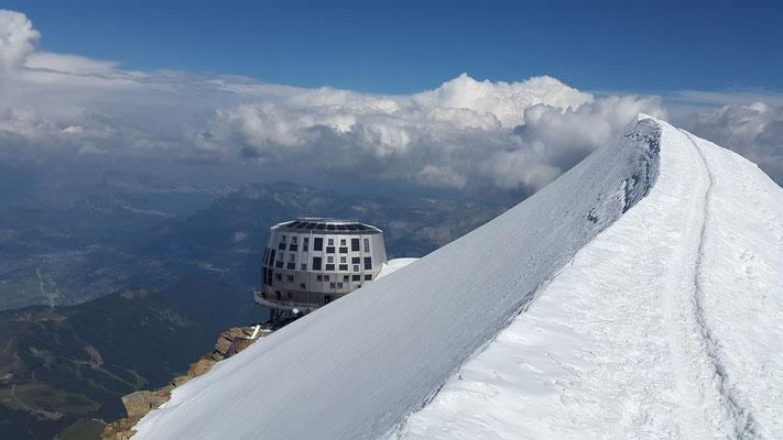 Schneebdeckte Spitze des Montblanc