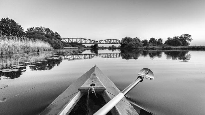Kanufahrt in Richtung Moorexpress-Brücke