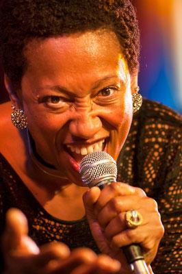 Background-Sängerin bei Maceo Parker