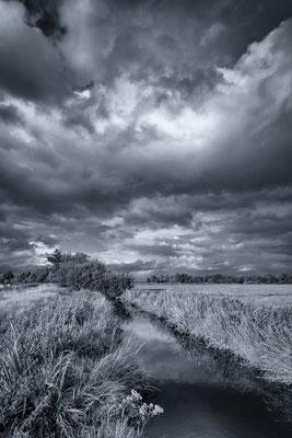 Worpsweder Wolkenhimmel in schwarz-weiß
