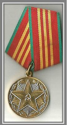 """Медаль """"За 10 лет безупречной службы """" в Вооруженных силах СССР"""