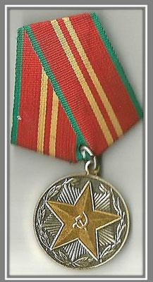 """Медаль """"За 20 лет безупречной службы """" в Вооруженных силах СССР"""