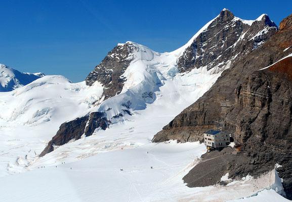 Helikopterflug  Gletscherlandung Mutthornhütte