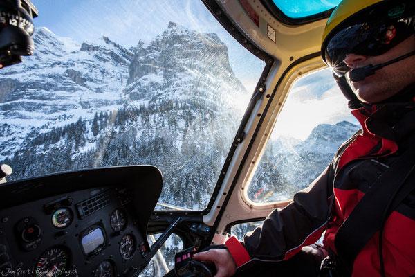 Alpenrundflug Helikopter Cockpit