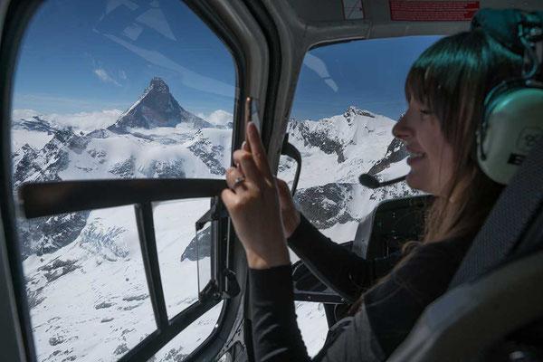 Helikopter Cockpit mit Sicht zum Matterhorn