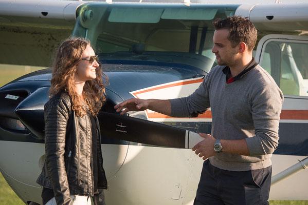 Fluglehrer begleitet beim selber fliegen