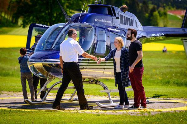 Pilot begrüsst seine Gäste