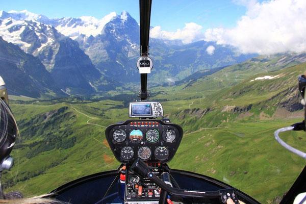 Helikopter Alpenrundflug Cockpit