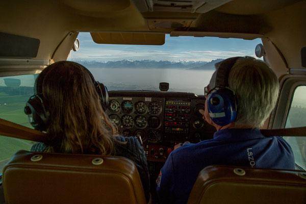 Cockpit bei Flugzeugrundflug