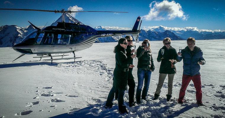 Gletscherlandung bei einem Helikopterflug