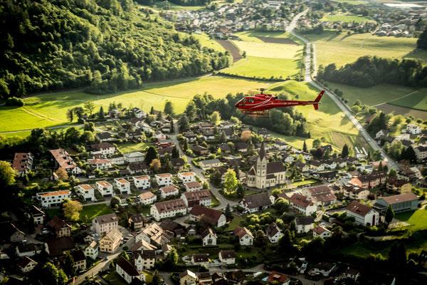 Helikopterflug über Wohlenschwil