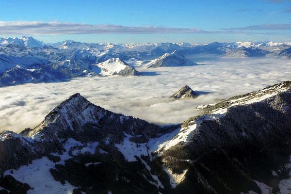 Alpenrundflug Helikopter Nebelmeer