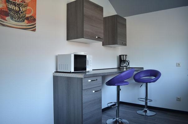 Die Küche mit kleiner Sitzecke