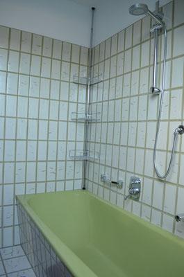 Badewanne mit Duschkopf