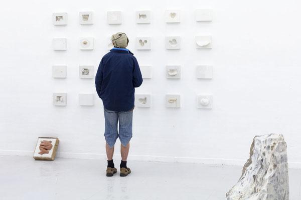 """Ausstellungsansicht auf """"encapsulated"""" von Katja Neubert; Foto: Gustav Franz"""