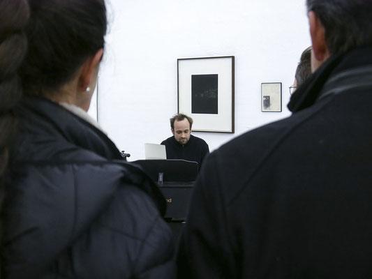 Mattes Fischer performed zur Eröffnung am Klavier; Foto: Gustav Franz