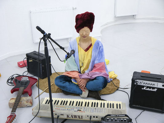 Sylvia Viain performed zur Eröffnung; Foto: Gustav Franz