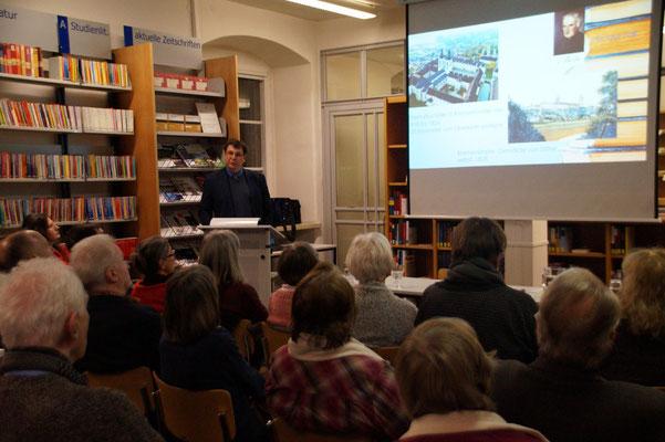 Dr. Bernhard Lübbers und Publikum
