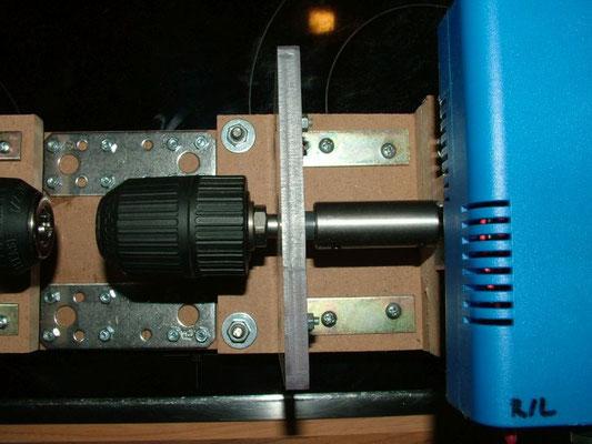 Spulenwickelmaschine - Detailansicht Rechte Bohrfutter mit Motor 07