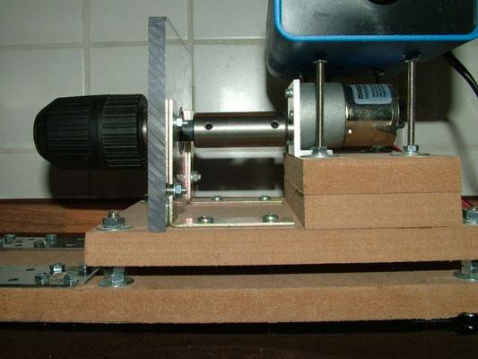 Spulenwickelmaschine - Detailansicht Rechte Bohrfutter mit Motor 01