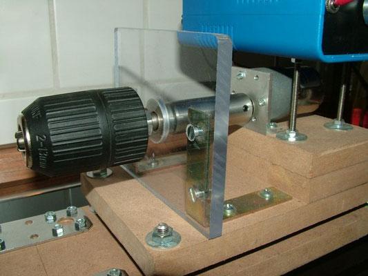 Spulenwickelmaschine - Detailansicht Rechte Bohrfutter mit Motor 02
