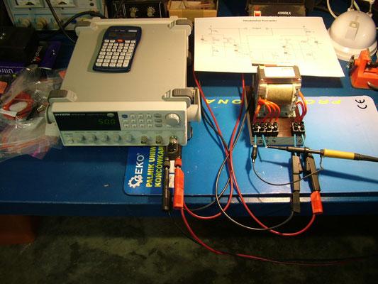 Messaufbau Trafo mit Frequenzgenerator