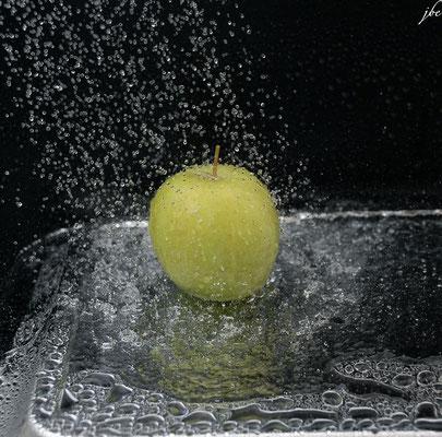 Der nasse Apfel