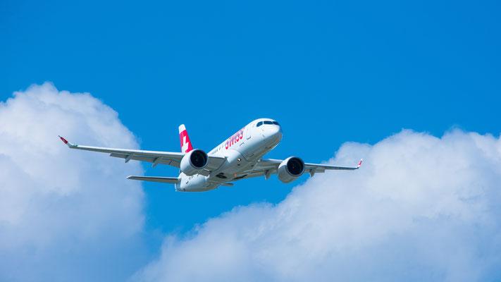 Auslieferung des ersten Bombardier CS100 (HB-JBA) an die Swiss International Airlines am Flughafen Zürich (1. Juli 2016)