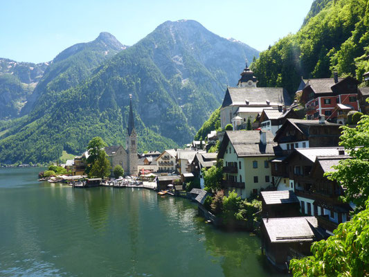 Hallstatt is one of those beatiful villages you will find on Instagram