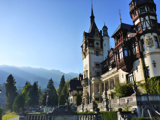 Visiting castles in Romania has to be on your Europe bucketlist, here you see Peles Castle.