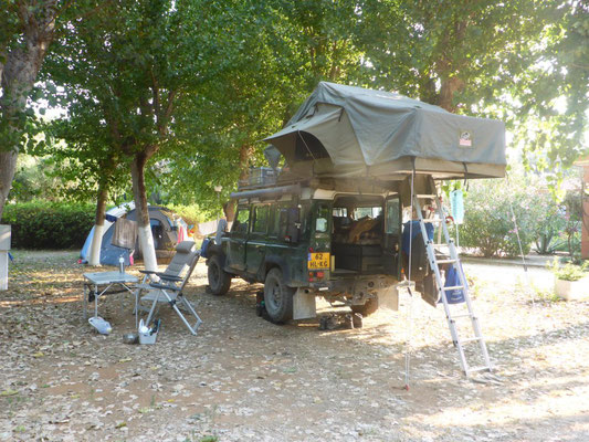 The setup with the Tembo 4x4 rooftop tent folded open