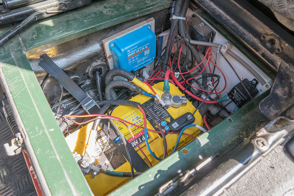Dual battery setup in a Defender, including a solar charge controller
