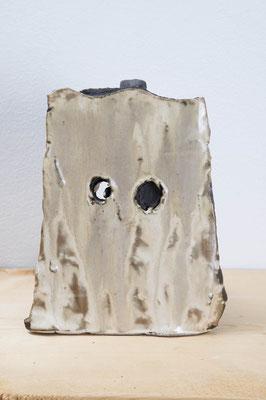 四角い梟  2018  陶土、釉薬:ceramic, glaze  h. 18.0 × w. 15.0 × d. 12.0 cm