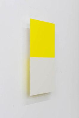 つーとんとん( きいろ/きなり ):Two Tone Tone ( Yellow / unbleached white )  2017  アクリル、寒冷紗、 MDFボード:acrylic on MDF board covered with cotton fiber  h.45.0 × w.22.5 × d.5.0 cm