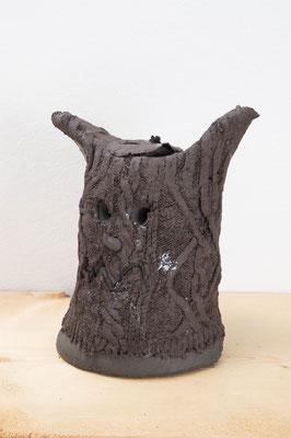 Head Series –悪魔の耳-  2018  陶土、磁土、羊毛、顔料:ceramic, kaolin, wool, pigment  h. 20.0 × w. 16.0 × d. 13.5 cm