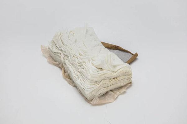 バッハ:Bach 2012 ceramic ( 本:book )  h. 11.0 × w. 9.0 × d. 5.0 cm