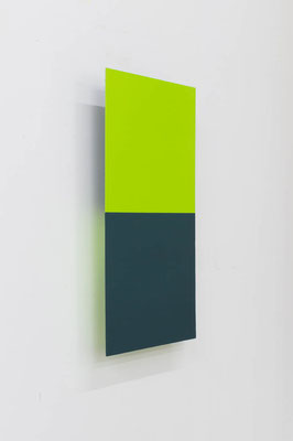 つーとんとん( きみどり/ピーコックグリーン ):Two Tone Tone ( Yellowish green / Peacock green )  2017  アクリル、寒冷紗、 MDFボード: acrylic on MDF board covered with cotton fiber  h.45.0 × w.22.5 × d.5.0 cm