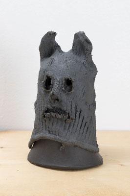 Head Series –犬のマスク-  2018  陶土、磁土、麻、顔料:ceramic, kaolin, linen, pigment  h. 16.0 × w. 10.5 × d. 10.5 cm