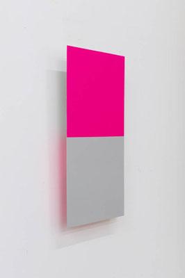 つーとんとん ( さんご/ぎんねず ):Two Tone tone ( Coral / Silver gray )  2017  アクリル、寒冷紗、 MDFボード:acrylic on MDF board covered with cotton fiber  h.45.0 × w.22.5 × d.5.0 cm