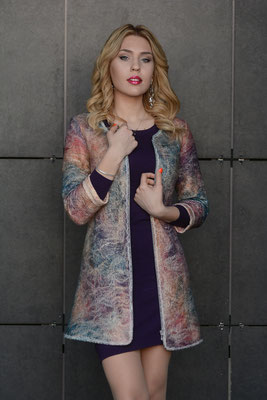 Лёгкое пальто  $200