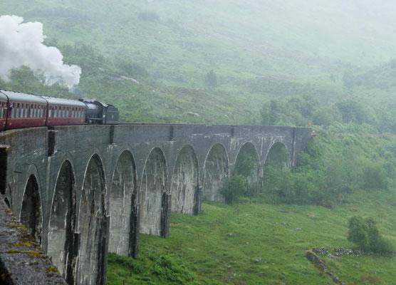Glenfinnan Viadukt, aus dem fahrenden Zug