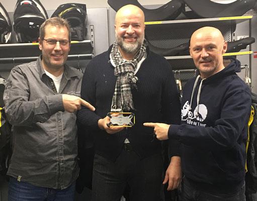 Dalibor mit Niki von Touratech Österreich und dem Wolf mit seiner iBracket-Halterung