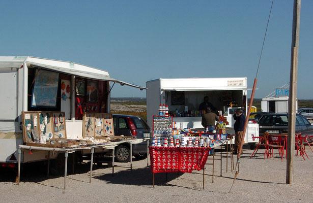 Portugal, Algarve, Sagres (südwestlichster Punkt des europäischen Festlands), Souvenir-Stände beim Leuchtturm