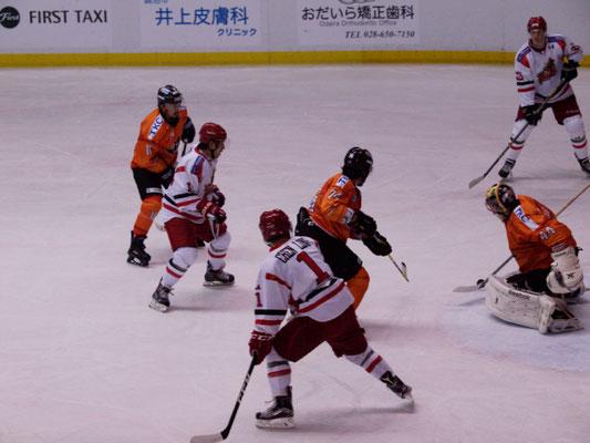 アイスバックス vs チャイナドラゴン: 鈴木選手のゴール