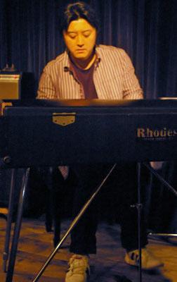 クロップでの忘年会ライブにかけつけてくれた金子雄太さんです。数曲一緒に演奏しました。