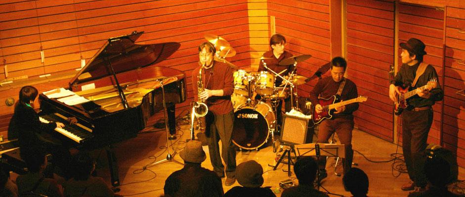 町田市主催 ふれあいコンサート(玉川学園) 実は・・・本番前に全員が大盛り(オリジン弁当)を食し、結構腹が重かったです。