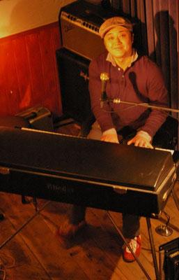 金子雄太さんが、ローズピアノでThis Christmasをスローで弾き語りです。女性のハート鷲づかみでした。
